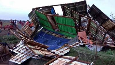 বরগুনায় টর্নেডোর আঘাতে নিহত ১, ২শ ঘরবাড়ি বিধ্বস্ত