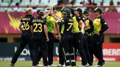 জরিমানা খপ্পরে অস্ট্রেলিয়া নারী ক্রিকেট দল