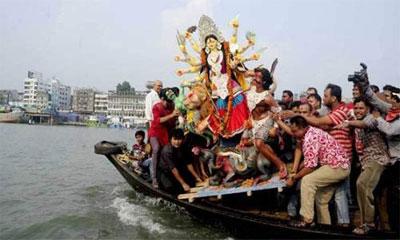 বিসর্জনের মধ্য দিয়ে শেষ হচ্ছে শারদীয় দুর্গোৎসব