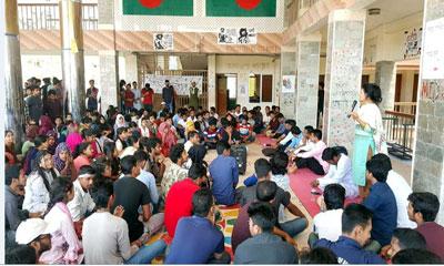 ভিসি'র আহবান প্রত্যাখ্যান করে ববি শিক্ষার্থীদের আন্দোলন অব্যাহত