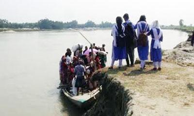 সেতুর অভাবে ভোগান্তিতে ৩০ গ্রামের মানুষ