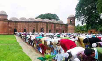 ঐতিহ্যবাহী ষাটগম্বুজ মসজিদে ঈদের প্রধান জামাত অনুষ্ঠিত