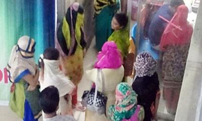 কারাভোগের পর দেশে ফিরল ভারতে পাচার হওয়া ১০ নারী