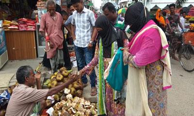 প্রচণ্ড গরমে চুয়াডাঙ্গায় কদর বেড়েছে তালের শাঁসের