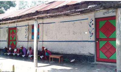 অর্থ আত্মসাতের অভিযোগ, পার্বতীপুরে মাদ্রাসায় তালা