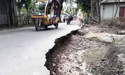 মরণফাঁদে পরিণত গাইবান্ধা-সুন্দরগঞ্জ সড়ক
