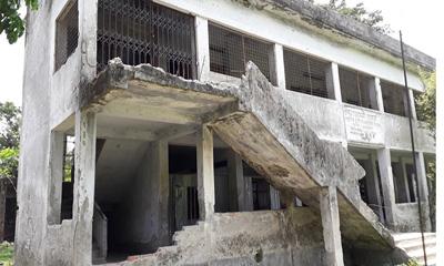 লক্ষ্মীপুরে নির্মাণের ৮ বছরেই ঝুঁকিপূর্ণ বিদ্যালয় ভবন