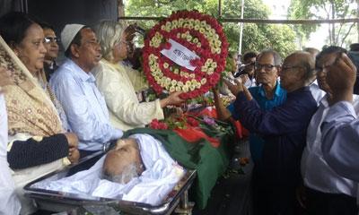 শহীদ মিনারে শ্রদ্ধা-ভালবাসায় সিক্ত কমরেড মোজাফফর