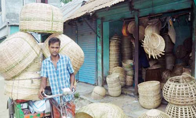 সেমাই খাঁচি তৈরিতে ব্যস্ত মাহালী সম্প্রদায়