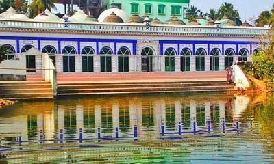 আধুনিকতার ছোঁয়া ২শ' বছর পুরনো রায়পুর মসজিদে