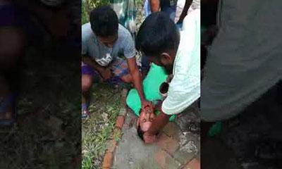যুবককে নির্যাতন করে মল-মূত্র খাওয়ালো প্রভাবশালীরা