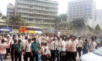 ফাহাদ হত্যার প্রতিবাদে রাজধানীতে নটরডেম শিক্ষার্থীদের বিক্ষোভ