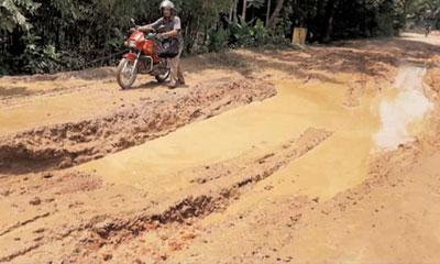 ৪৫ কিলোমিটার সড়কের বেশির ভাগ খানাখন্দে ভরা