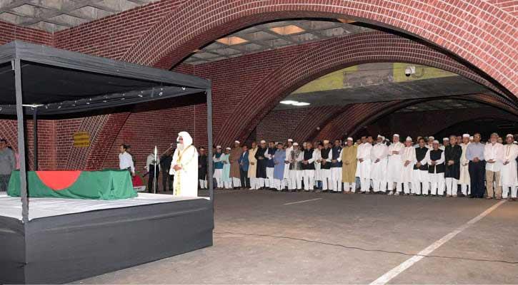 মইন উদ্দীন খান বাদলের জানাজা সম্পন্ন, রাষ্ট্রপতি-প্রধানমন্ত্রীর শ্রদ্ধা