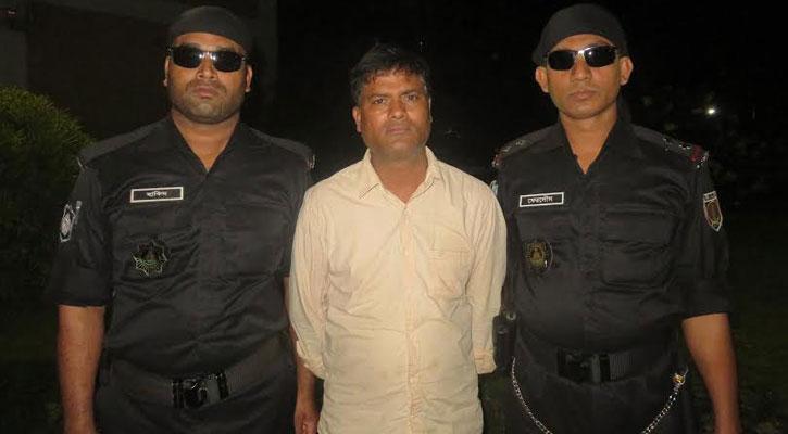 সিরাজগঞ্জে চোলাই মদসহ মাদক ব্যবসায়ী গ্রেফতার