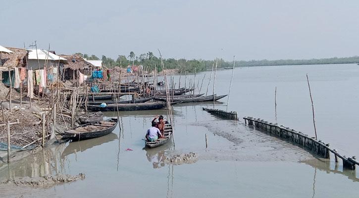 সুন্দরবনে মাছ-কাঁকড়া আহরণে পুনরায় অনুমতি প্রদান