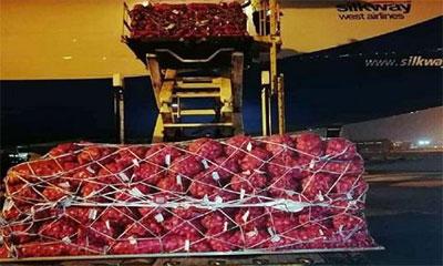 শাহজালালে পৌঁছেছে ৮২ টন পাকিস্তানি পেঁয়াজ
