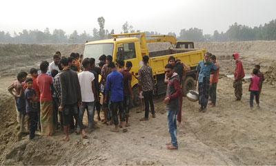 উল্লাপাড়ায় ট্রাকচাপায় স্কুলছাত্র নিহত