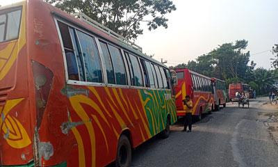 কোটালীপাড়া-রাজৈর সড়কে বাস চলাচল বন্ধ