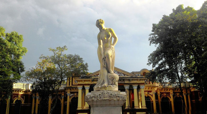 ব্রহ্মপুত্র পাড়ের নয়নাভিরাম 'শশী লজ'