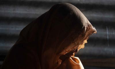 মসজিদের কক্ষে তরুণীর সঙ্গে আপত্তিকর অবস্থায় ইমাম আটক