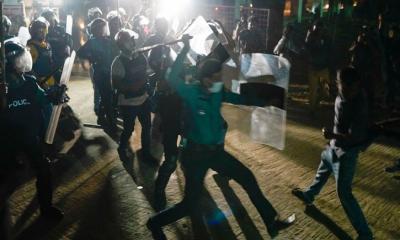 শাহবাগে গ্রেপ্তার সাতজনের বিরুদ্ধে 'হত্যাচেষ্টা' মামলা