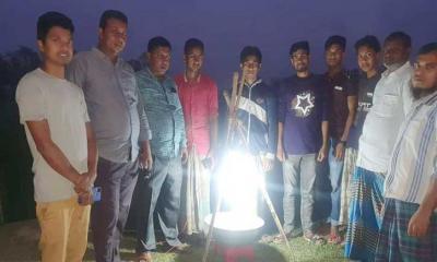 'আলোক ফাঁদে' লাখো কৃষকের আশার আলো