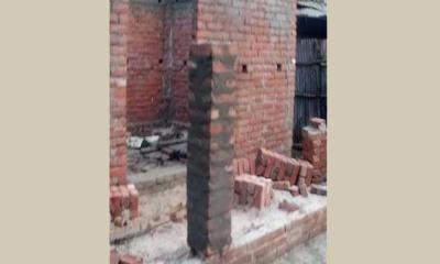 নির্মাণ শেষের আগেই ধসে গেল উপহারের ঘর