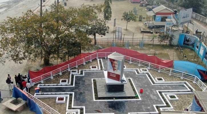 উদ্বোধনের অপেক্ষায় 'বঙ্গবন্ধু বই ভাস্কর্য'